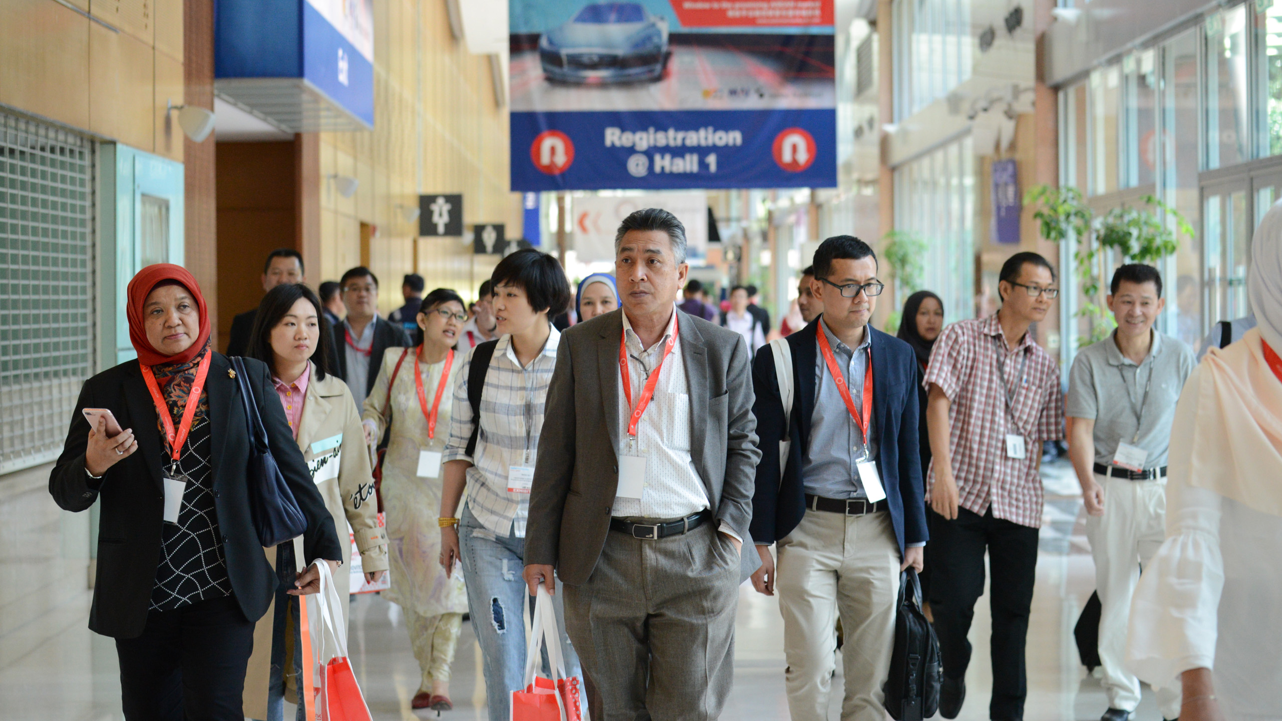 Global network: international trade fair visitors